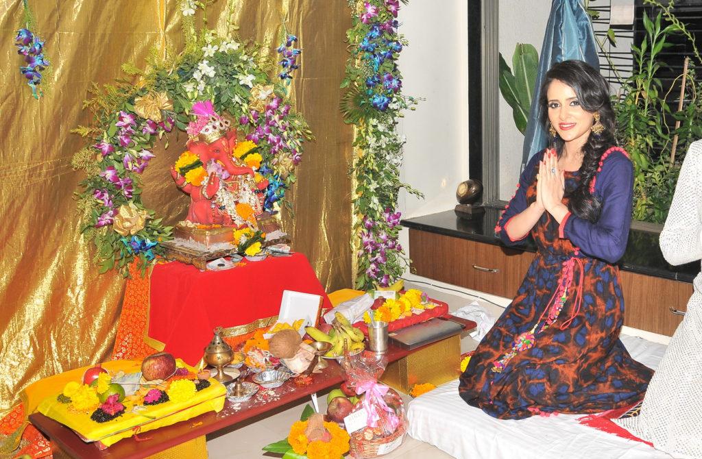 1. Shweta Khanduri celebrating Ganesh Chaturthi 2016 DSC_2974