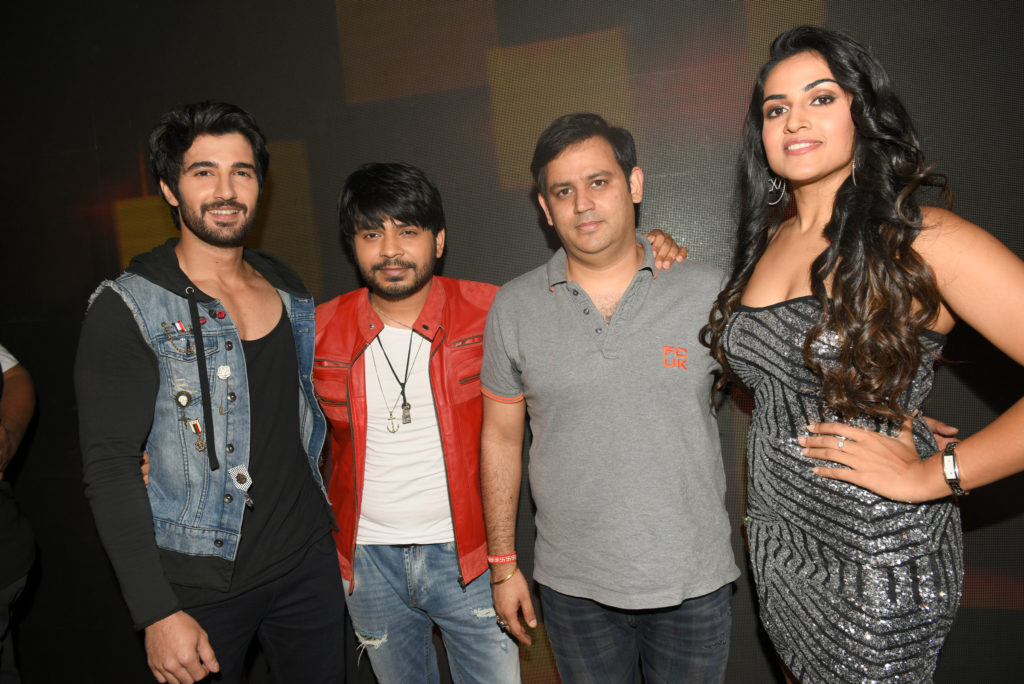 2-aditya-seal-ankit-tiwari-ajay-kapoor-with-the-leading-actress