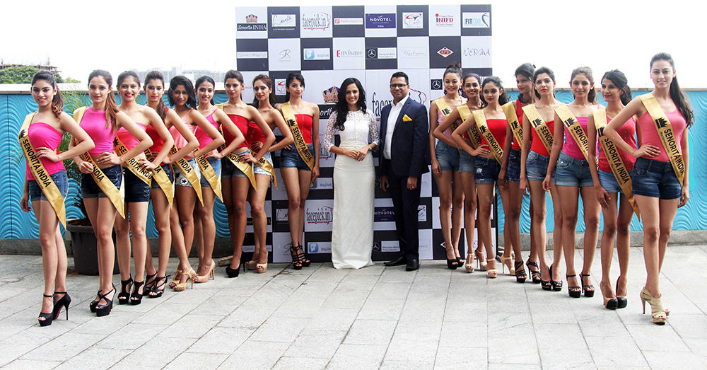 mr-rohit-chopra-sales-director-novotel-hotel-with-niyati-joshi-contestants-at-the-grand-unvieling-of-the-glamorous-crowns-of-senorita-india