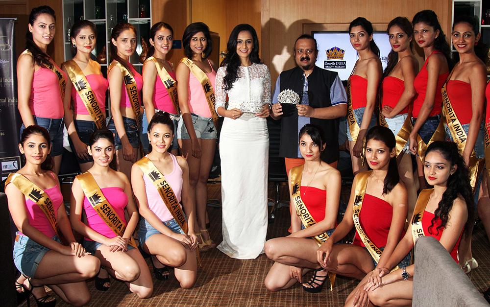 niyati-joshi-lovell-prabhu-contestant-director-senorita-india-with-contestants-at-the-grand-unvieling-of-the-glamorous-crowns-of-senorita-india-2016-beauty-pageant-1