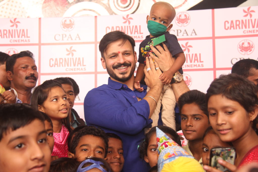 Vivek Oberoi with cancer patients 2 at the CPAA event at  Carnival Imax, Wadala