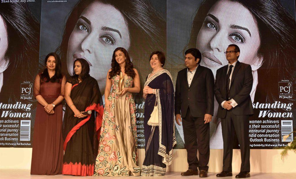 aishwarya-rai-bachchan-awarded-at-the-2nd-outlook-business-outstanding-women-awards-10