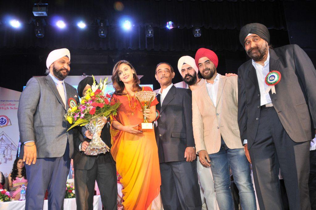 hrishitta-bhatt-being-felicitated-dsc_9178